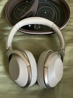 Sony MDR 1000x Noise Canceling Wireless Headphones for Sale in COCKYSVIL, MD