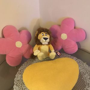 Three baby pillows and a lion toy, No used for Sale in Redford Charter Township, MI