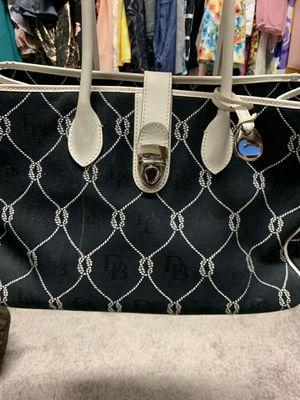 Dooney and Bourke original tote bag for Sale in Las Vegas, NV