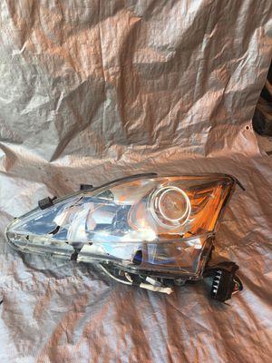 Lexus IS250 is350 headlights front broken for Sale in Hollywood, FL