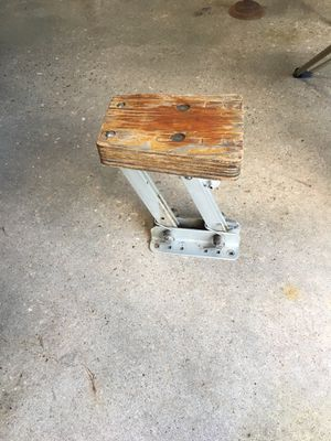 Outboard motor mount, tiltable for Sale in Osage Beach, MO
