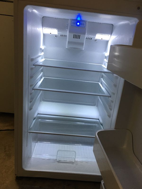 "DUMBY 24"" WIDTH WHITE SMALL SIZE TOP FREEZER REFRIGERATOR"