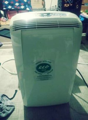 Like new portable air conditioner / dehumidifier works great no low balls for Sale in Columbus, OH