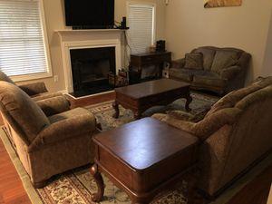 Full living room set for Sale in Atlanta, GA