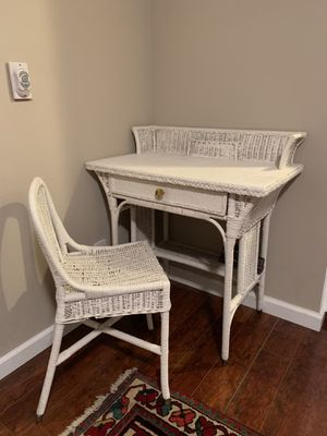 Antique white desk for Sale in Calabasas, CA