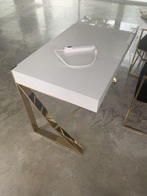 Wayfair desk for Sale in Miami, FL