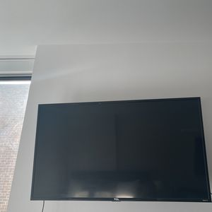 50 Inch TCL Roku TV With Swivel Wall Mount for Sale in New York, NY