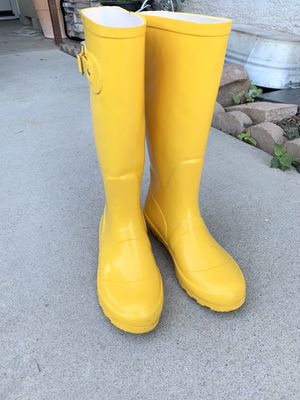 Rain boots Size 6 for Sale in Galt, CA