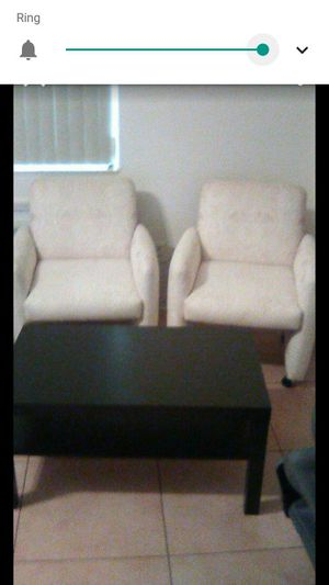 Two chairs and a coffee table for Sale in Miramar, FL