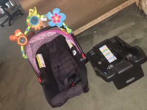 Graco Baby car seat and car seat base for Sale in Lanham, MD