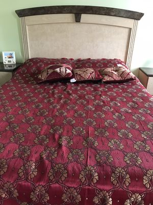 Headboard and metal bed frame for Sale in Macungie, PA
