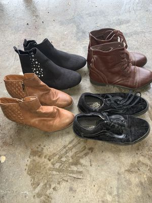Girls boots / shoes size 6 for Sale in Colton, CA