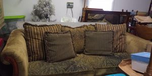 Very comfortable couch (ROOMS TO GO) for Sale in Creedmoor, NC