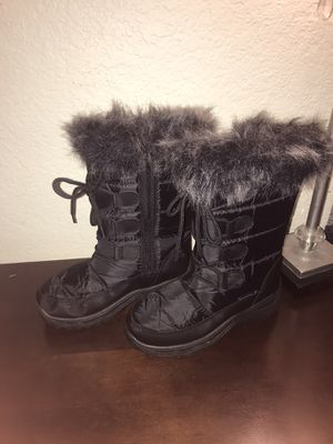 Size 5 kids snow boots for Sale in Poway, CA
