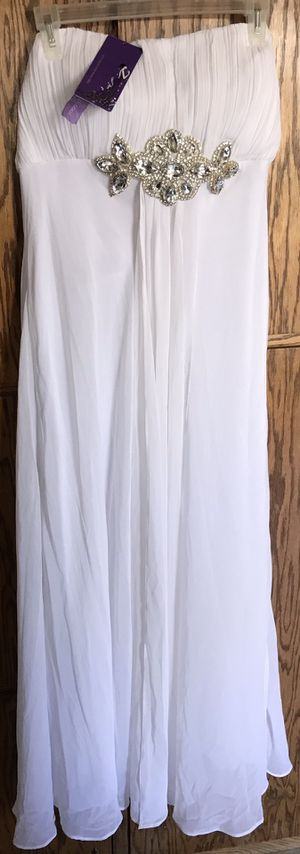 Formal Gown/ Dress, Size 16, New Item w/ Tags, Never Used- $75 Cash; Pick- up Only in Clovis, No Delivery! for Sale in Fresno, CA
