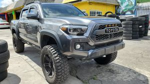 2017 Toyota tacoma title salvage 47xxxmiles for Sale in Windsor Hills, CA