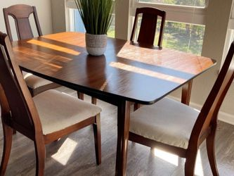 Beautiful Mid Century Modern Dining Table & Chairs for Sale in St. Petersburg,  FL