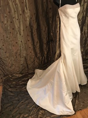 Wedding dress size 6, Pearl Ivory wedding dress, never worn. for Sale in Plano, TX