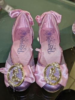 Disney New Without Tag Rapunzel Shoes Size 11/12 for Sale in Mount Prospect,  IL