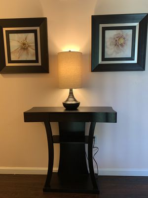 Entryway console table with optional lamp and 2 framed art pieces for Sale in Sevierville, TN