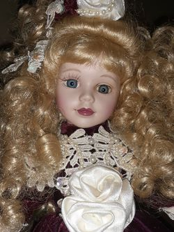PORCELAIN OLD FASHIONED DOLL for Sale in Dayton,  OR