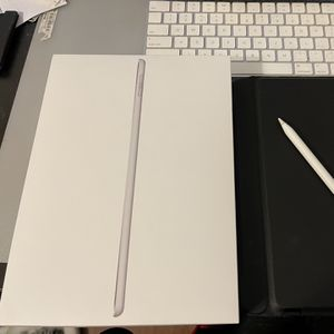 iPad 6th Generation 32G / Keyboard Case / Apple Pencil 1 for Sale in Alhambra, CA