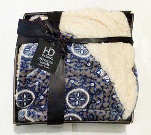 NWT HD DESIGNS Premium VELVET Sherpa OVERSIZED Throw Blanket Soft Plush for Sale in Everett, WA