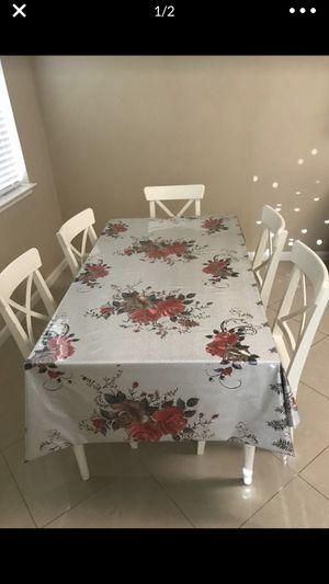Good condition comes with six chairs and stands the table gets bigger you can fit eight I'm axing 280 for Sale in Katy, TX