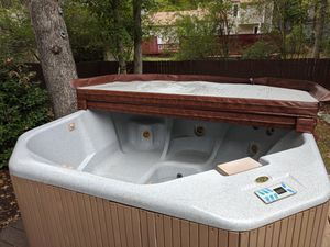 Free Jacuzzi Whirlpool Bath (Hot Tub) for Sale in North Chesterfield, VA