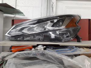 Nissan Altima SL 5/2019 headlight OEM for Sale in Los Angeles, CA