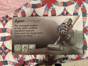 Dyson v7 handheld vacuum for Sale in Puyallup, WA