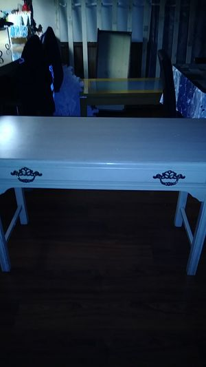 Coffe table medium table queen wood bunk bed with mattress for Sale in Auburn, WA