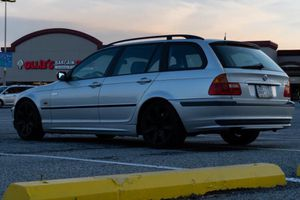 Bmw 323 I wagon 4d for Sale in Lancaster, PA