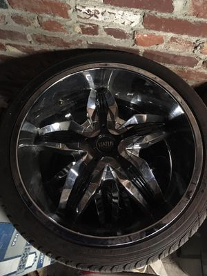 Status 22 inch wheels fits gm and Chrysler unilug for Sale in Parkersburg, WV