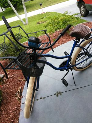 """HUFFY 26"""" Freshly Painted w/Basket, Shwinn Seat and Cellular Carry Weatherproof Bag for Sale in Cape Coral, FL"""