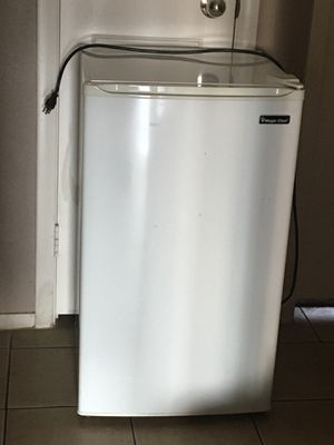 Magic Chef mini fridge for Sale in Las Vegas, NV