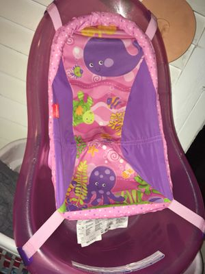 Car seat and baby girl bath tub for Sale in Fort Wayne, IN