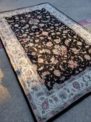 5 by 8 area rug for Sale in Carrollton, TX