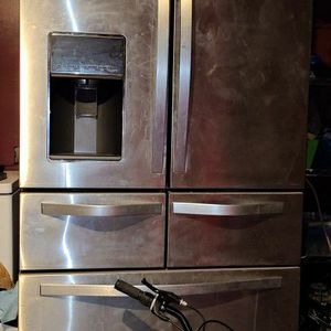 Whirlpool Stainless Steel Refrigerator for Sale in Lexington, SC