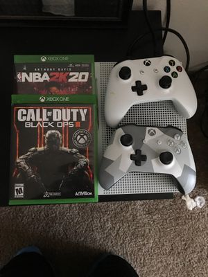 X box one 2 controllers 2 games for Sale in Portland, OR