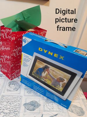 """Brand new 9"""" digital photo frame, 32 MB internal memory - holds up to 40 photos. for Sale in San Jose, CA"""
