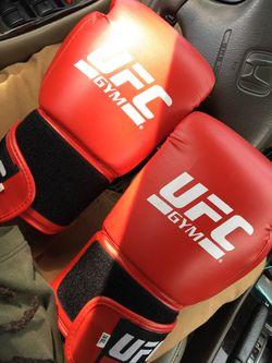 UFC gloves 16 ounces for Sale in Lemon Grove,  CA