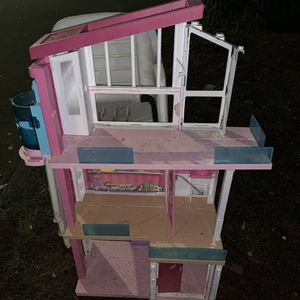 Free Barbie Dream House for Sale in Oregon City, OR