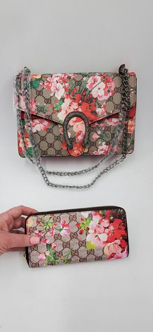 FLORAL PURSE WITH MATCHING WALLET! for Sale in Center Line, MI