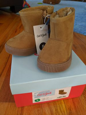 Cat and Jack size 5 winter girl boot for Sale in Staten Island, NY