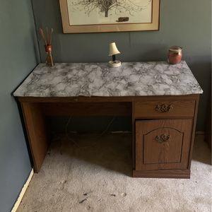 Desk. $25 Pick Up Asap for Sale in Lithonia, GA