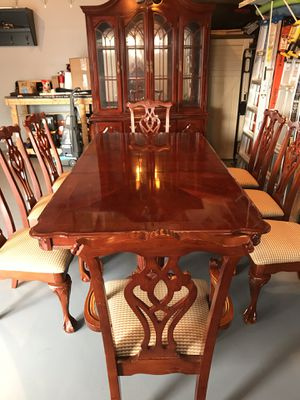 Table and chairs for Sale in Sykesville, MD