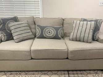 Super Comfy Modern Couch for Sale in Calabasas,  CA