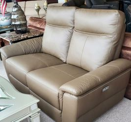 Top Grain Leather Power Reclining Loveseat for Sale in Portland,  OR