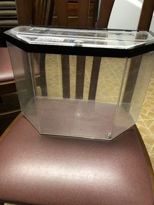 5 Gallon Fish Tank for Sale in Melrose Park, IL